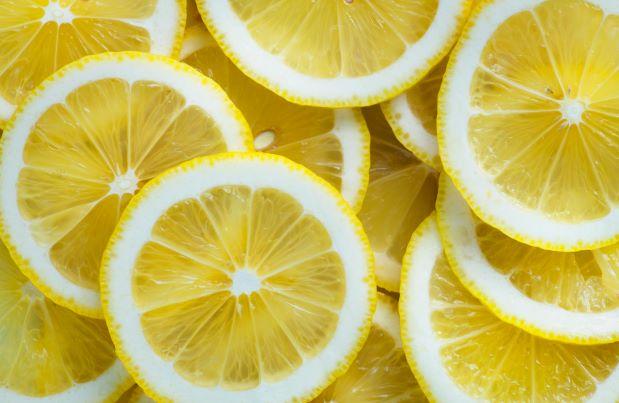 Durchstarten mit Zitronenwasser am Morgen